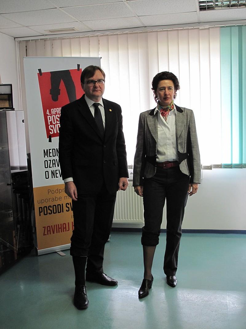 Ambassador of Spain to Slovenia lent her leg