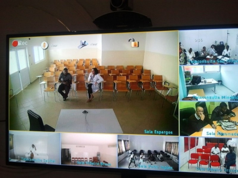 Screenshot of an event marking the first time connection of nine telemedicine centers of ITeHP-CV (eight regional and the unseen Telemedicine Center of Hospital Agostinho Neto hosting the event)