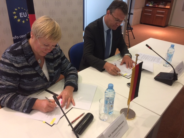 H.E. Christiane Hohmann, Ambassador of the Federal Republic of Germany to Bosnia and Herzegovina, and Ambassador Damjan Bergant, ITF Enhancing Human Security Director sign the Agreement